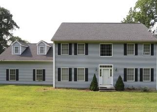 Foreclosed Home en CASTLE LN, Seymour, CT - 06483