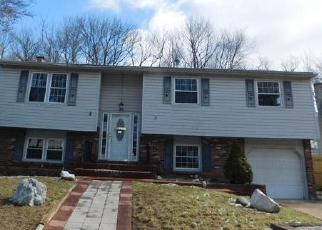 Foreclosed Home in MELANIE DR, New Castle, DE - 19720