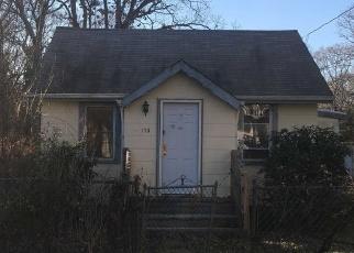Foreclosed Home en LYNBROOK DR, Mastic Beach, NY - 11951