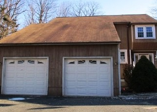 Foreclosed Home en BEVERLY AVE, Waterbury, CT - 06704