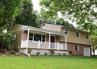 Foreclosed Home en LAWRENCE DR, Emmaus, PA - 18049