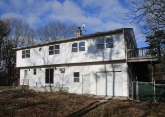 Foreclosed Home en MARCELLA DR, Mastic, NY - 11950
