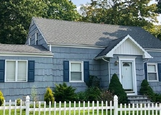 Foreclosed Home in MINTURN RD, Bridgeport, CT - 06606