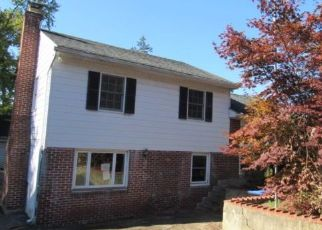 Foreclosed Home en E HELMS MNR, Marcus Hook, PA - 19061