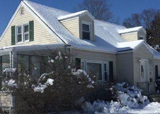 Foreclosed Home en ROSEWOOD PL, Bridgeport, CT - 06610
