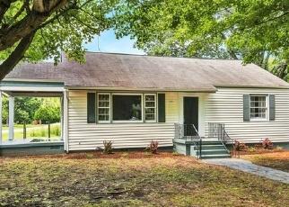 Foreclosed Home en ROBERTSON AVE, Petersburg, VA - 23803