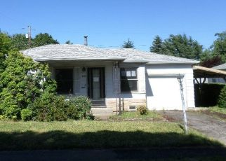 Foreclosed Home in SE GARDEN LN, Happy Valley, OR - 97086