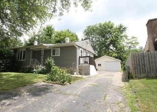 Foreclosed Home en HICKORY DR, Carpentersville, IL - 60110