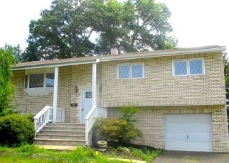 Foreclosed Home in FOX HILL RD, Fairfield, NJ - 07004