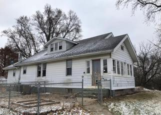 Foreclosed Home in E JEFFERSON ST, Vandalia, IL - 62471