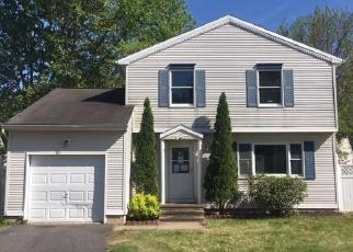 Foreclosed Home en KINGSBURY LN, Glastonbury, CT - 06033