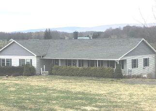 Foreclosed Home en N BAKER RD, Waymart, PA - 18472