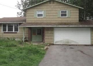 Foreclosed Home en LUNA CRSE, Liverpool, NY - 13090