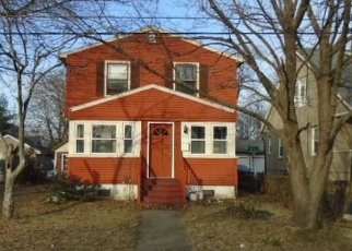 Foreclosed Home en EVELYN ST, Stratford, CT - 06615