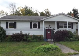 Foreclosed Home en S WASHINGTON AVE, Jermyn, PA - 18433