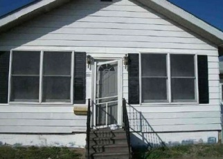 Foreclosed Home in BROADWAY ST, Gillespie, IL - 62033