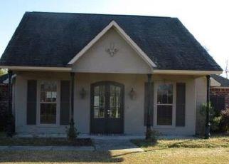 Foreclosed Home in ESPERANZA DR, Port Allen, LA - 70767