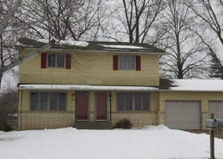 Foreclosed Home en GREENWAY AVE N, Saint Paul, MN - 55128