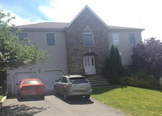 Foreclosed Home in POINT VIEW PKWY, Wayne, NJ - 07470