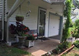 Foreclosed Home en COLONY ST, Hamden, CT - 06518