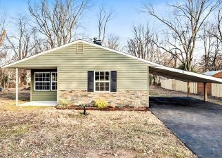 Foreclosed Home en OVERBROOK LN, Levittown, PA - 19055