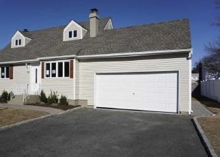 Foreclosed Home en ECKER AVE, West Babylon, NY - 11704