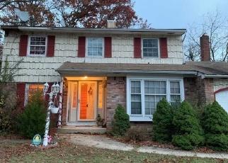 Foreclosed Home en MOUNT RAINIER AVE, Farmingville, NY - 11738