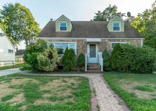 Foreclosed Home en WHITESTAR AVE, West Hempstead, NY - 11552