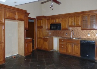 Foreclosed Home en TREAT LN, Orange, CT - 06477
