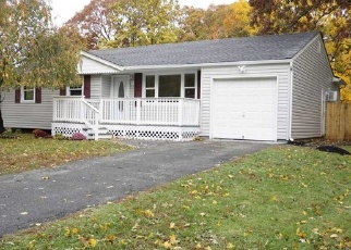 Foreclosed Home en COLUMBUS AVE, Central Islip, NY - 11722