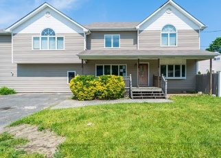 Foreclosed Home en MILL RD, Ronkonkoma, NY - 11779