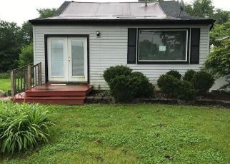 Foreclosed Home en FORT ST, Trenton, MI - 48183