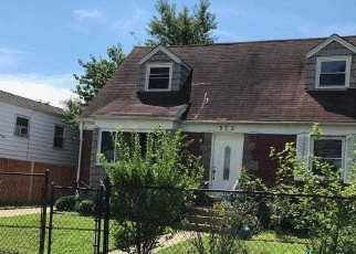 Foreclosed Home en PARK AVE, Westbury, NY - 11590