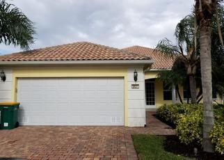 Foreclosed Home en ZURIGO LN, Naples, FL - 34114