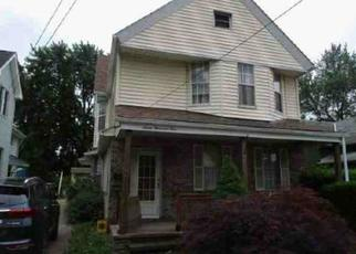 Foreclosed Home en KAZIMIER AVE, Cleveland, OH - 44105