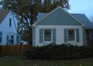 Foreclosed Home en S 19TH ST, Milwaukee, WI - 53221