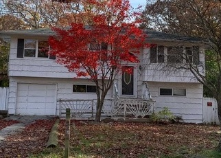 Foreclosed Home en CARNATION DR, Shirley, NY - 11967