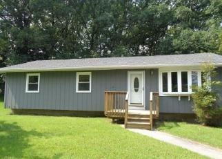Foreclosed Home en OAKWOOD DR, Seymour, CT - 06483