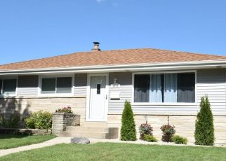 Foreclosed Home en S 94TH ST, Milwaukee, WI - 53227