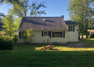 Foreclosed Home en COUNTRY CLUB RD, Endicott, NY - 13760