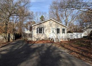 Foreclosed Home en CARLTON DR E, Shirley, NY - 11967