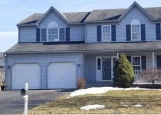 Foreclosed Home en LOYALSOCK DR, Douglassville, PA - 19518