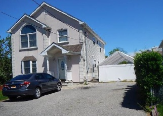 Foreclosed Home en SIMMONS ST, Copiague, NY - 11726