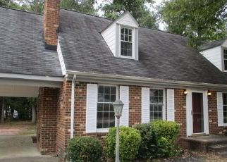 Foreclosed Home en POCOSHOCK BLVD, Richmond, VA - 23235