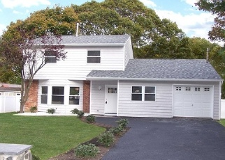 Foreclosed Home en HOUNSLOW RD, Shirley, NY - 11967