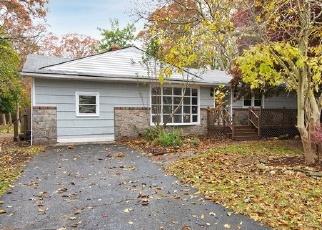 Foreclosed Home en WASHINGTON AVE, Mastic Beach, NY - 11951
