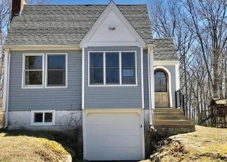 Foreclosed Home en AVERY LN, Waterford, CT - 06385