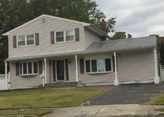 Foreclosed Home en CIRCLE LN, Bay Shore, NY - 11706