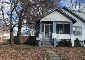 Foreclosed Home en MARTIN PL, Pearl River, NY - 10965