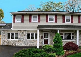 Foreclosed Home en ANDOVER DR, Deer Park, NY - 11729